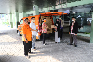 UPN Veteran Jakarta Sends Student Packages for New Students Batch 2020 Via Pos Indonesia